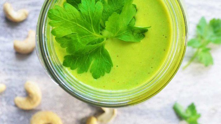Creamy green + cashew nut smoothie